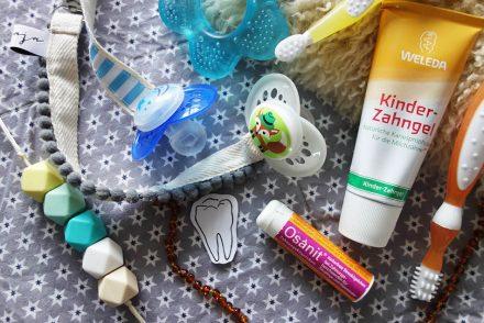 tipps baby zahn, babys erste zähne, jonte, mamablog, stillkette, schnullerband, weleda kinderzahnpasta, erste zahnbürste, ekulele, beisring