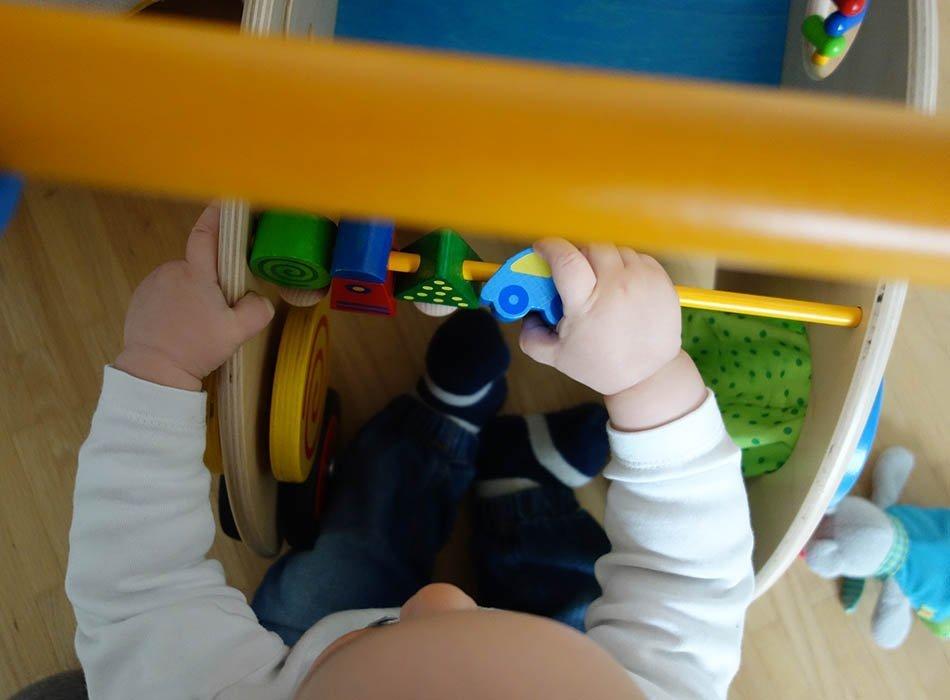 haba entdeckerwagen, lauflernwagen, erkunden mit kids, ekulele, mamablog, spielzeug für babys, spielzeugtipp kleinkinder