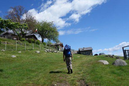ekulele. manduca, bergsteigen mit kleinkind, wandern mit kindern, familienurlaub, lago maggiore wandern, manduca, deuter, kraxe