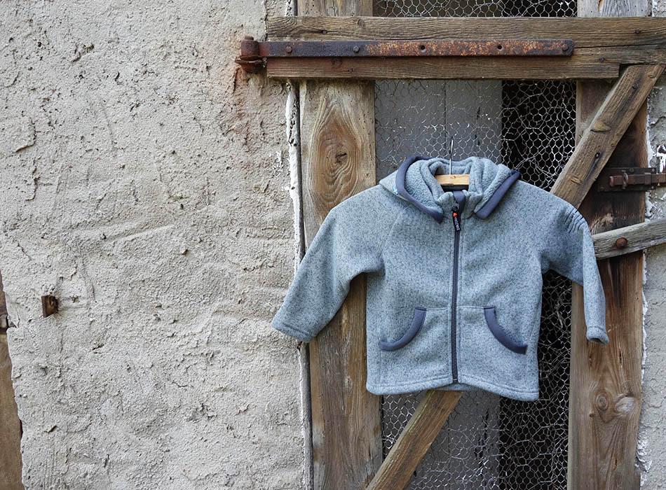 funktionskleidung-fuer-kinder-schlechtes-wetter-gibt-es-nicht-outdoorkleidung-kids-waldkindergarten-jacke-mamablog-ekulele-winter-mit-kind-regenjacke-6