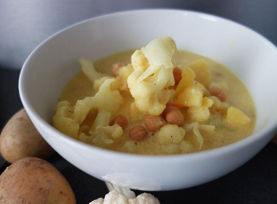 suppe im herbst, herbstessen, ekulele, blumenkohlsuppe, viel eiweiß, vegan kochen, suppenkasper, essen für die ganze familie, curry