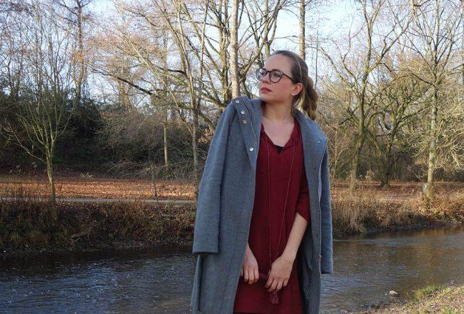 mantel, vila, rotes kleid, hunters, kombinieren, lookbook, wie tragen, outfit, fashionmum, kinderschuhe, jeans name it