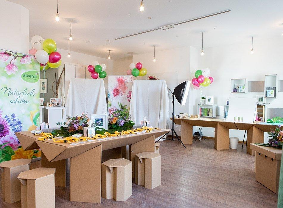 Blumenpracht, Konfetti und 79 neue alverde Produkte - Blogger Event in München, naturkosmetik, lippenstift, matt, mat, make up, foundation, beautyblog, neuheiten, dm, drogerie (3)