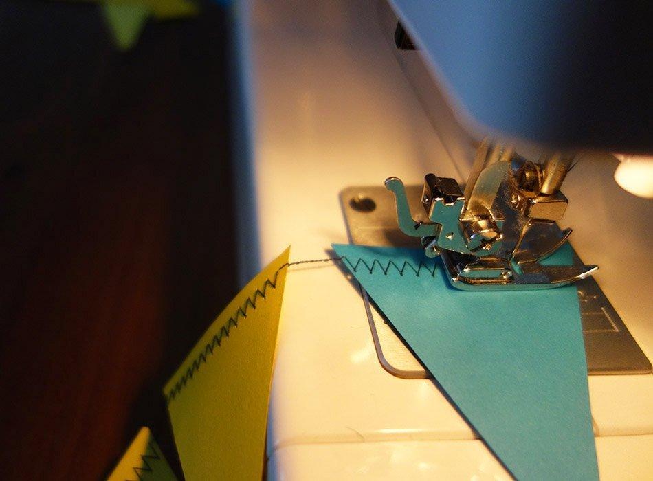 diy, selber machen, basteln, Nähmaschine, ekulele, mamablog, kinderzimmer, schnell, nähen, tonpapier, fasching, kindergeburtstag, deko