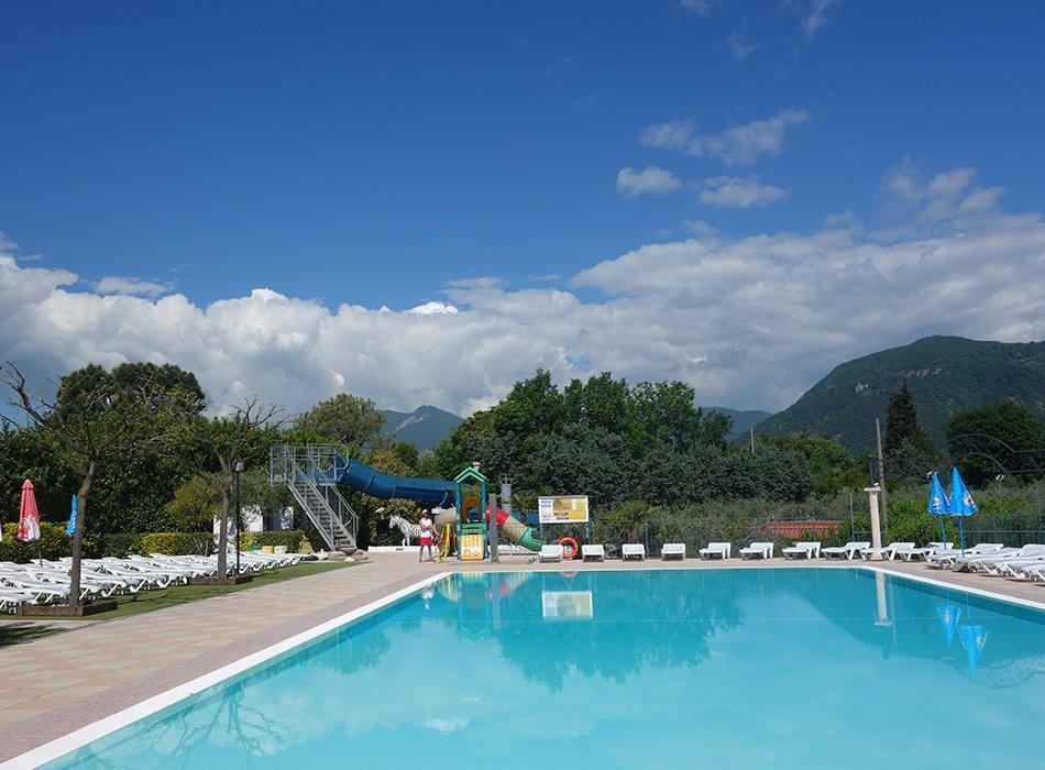 Familienurlaub im Mobilheim am Gardasee, ekulele, familienblog, mamablogger, eurocamp, italien, campingplatz, eden, portse, salo, berge, see, blick, aussicht, lage (10)