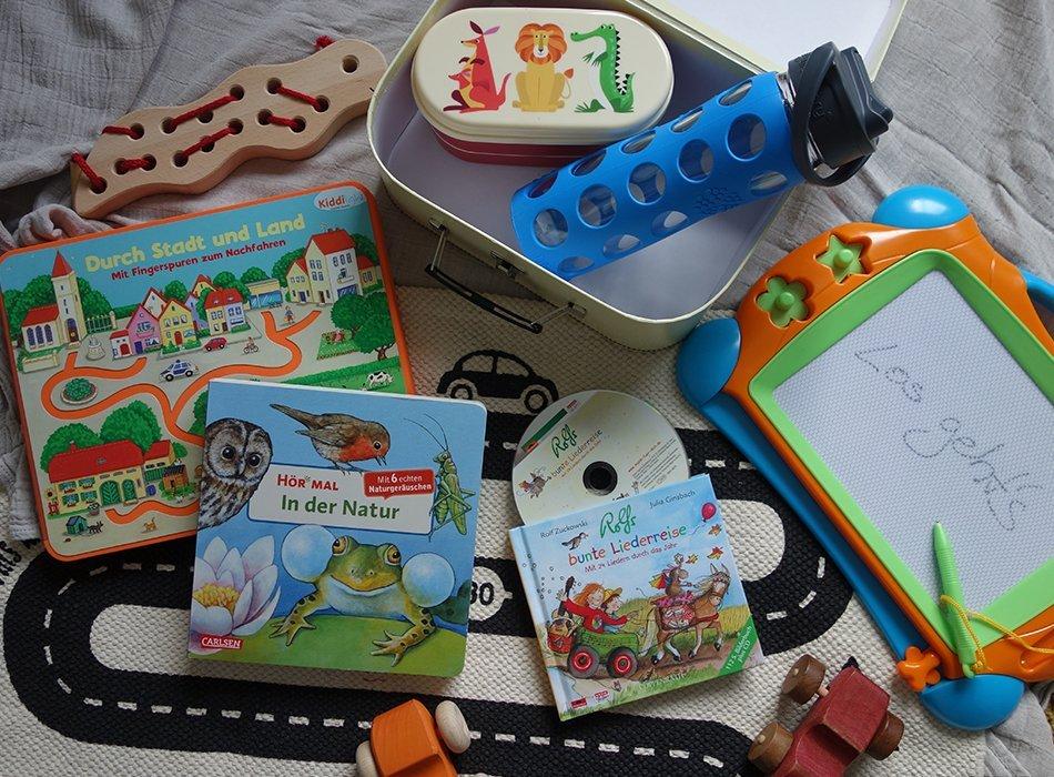 mamablog, urlaub, reisen, ekulele, kinder, unterhaltung, flugzeug, tipp, ideen, spaß, bewegung, snacks, bilderbücher, kinder cd, zaubertafel