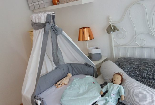ekulele, baby, schlafen, babybay, nestchen, betthimmel, schlafzimmer, neugeborenes, kinderzimmer, grau, holz, weiß, kupfer, einrichtung, wohnimpressionen