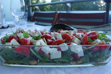 sommer, salat, kalte küche, gesund, ekulelefood, weiße bohnen, rucola, feta, tomaten, healthy, grillen, balkon, veggie