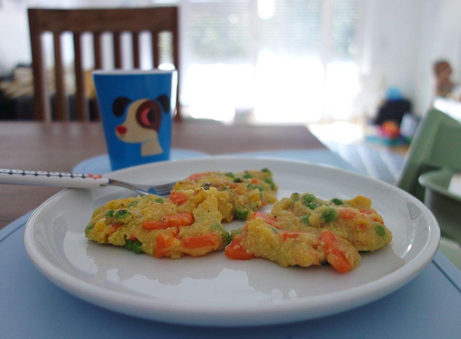 polenta, bratlinge, blw, breifrei, ekulelefood, kochen und backen für kinder, mamablog, veggie kids, gesund, schnell, gemüsepuffer, vegan
