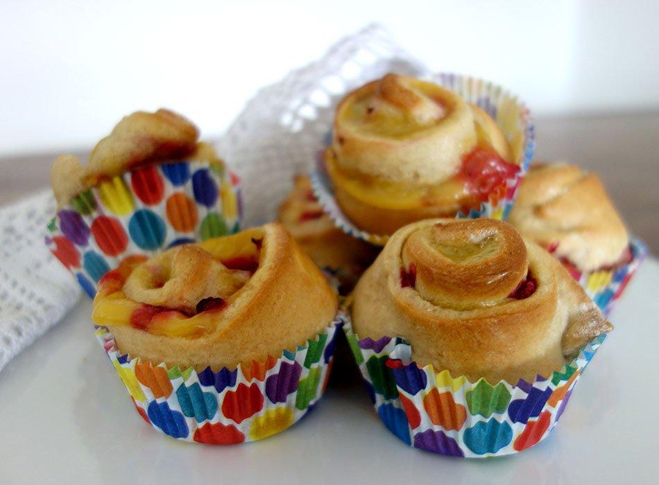 Vegane Puddingschnecken Mit Himbeeren Hefeteig In Muffinformchen