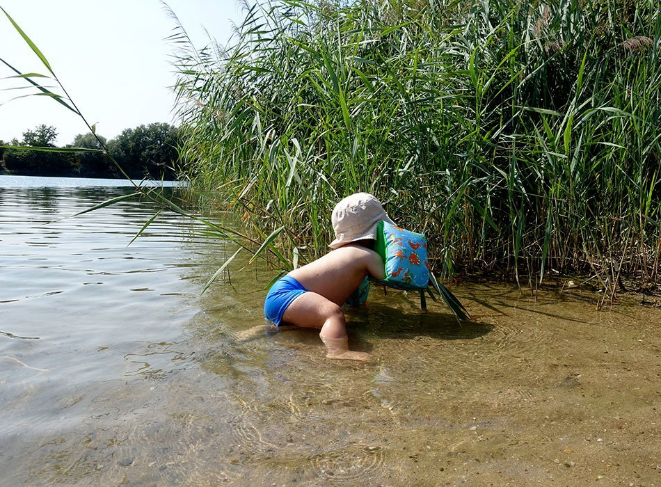 nichtschwimmer, schwimmhilfe, zoggs, anzug, schwimmflügel, kleinkind, wasser, ertrinken, tipps