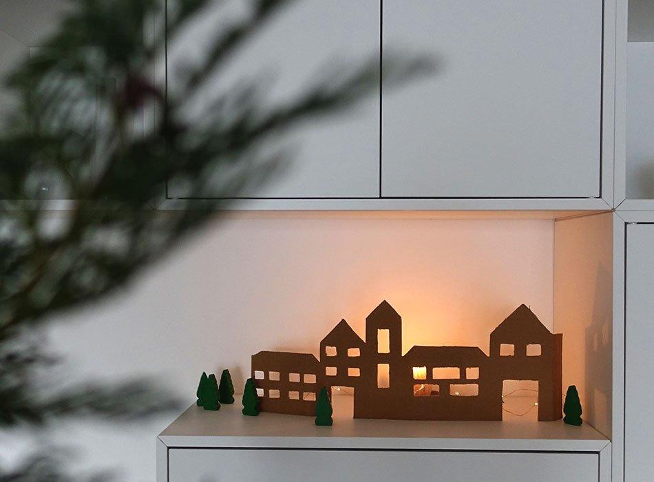Weihnachtsdorf, Upcycling, Windelkarton, Kiste, Pappe, Lillydoo, Erfahrung, Advent, basteln, Winterdorf