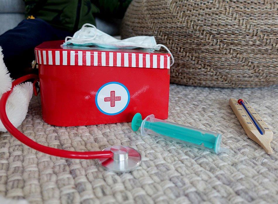 Ein Arztkoffer mit Zubehör