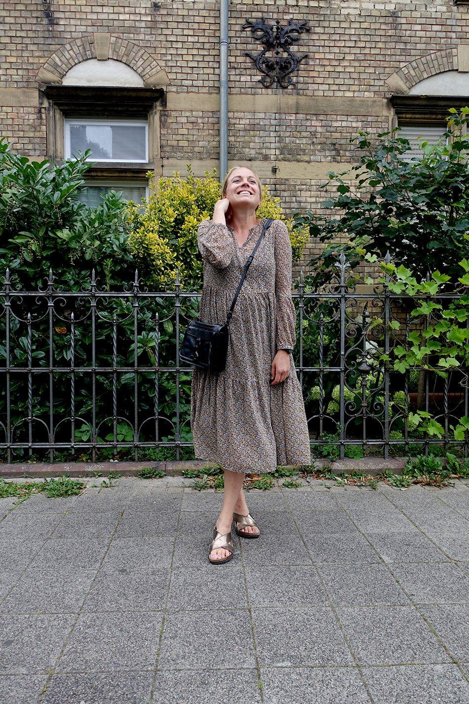 Langes Kleid für die Schwangerschaft