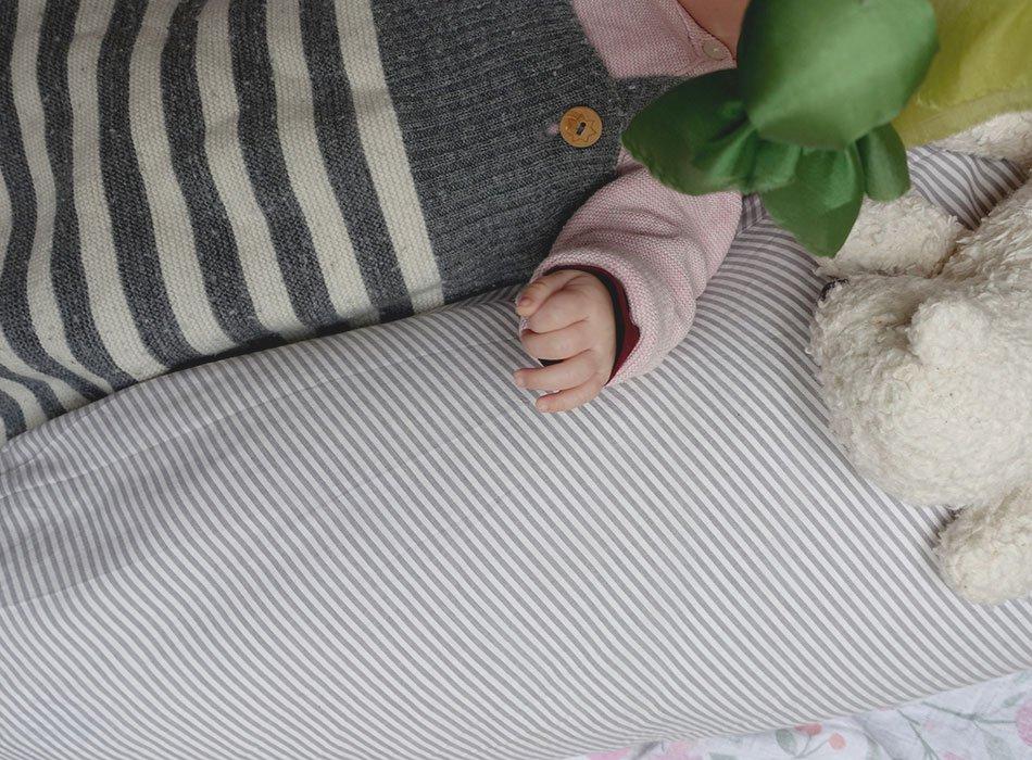 Baby Erstausstattung: Stillkissen aus Bio Baumwolle